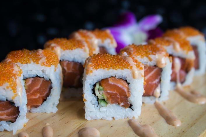 DMA18. Spicy salmon maki