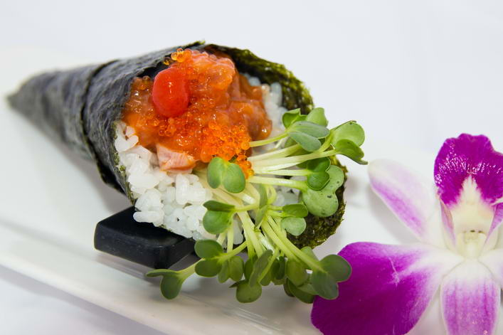 HR10. Spicy akami hand roll