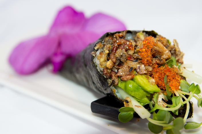 HR7. Salmon skin hand roll