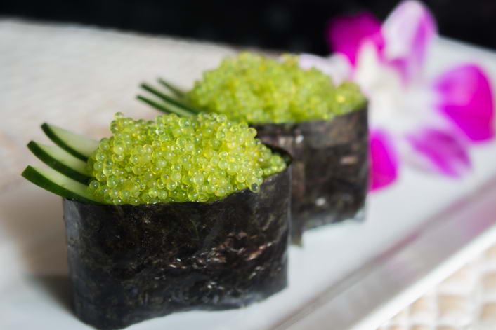 Ni30. Tobiko wasabi nigiri