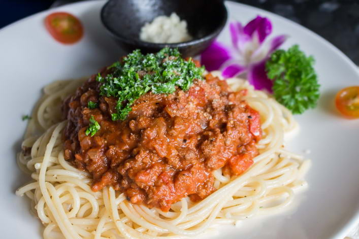 UD9.1 Spaghetti Bolognese with filet mignon beef